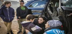 Angelina Jolie tra i rifugiati in Giordania : basta violenze in Siria