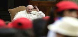 Papa Francesco : Qualche politico merita insulti, ma preghiamo per loro