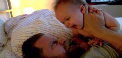 Esilarante Gavin McInnes ferito da un bebè!