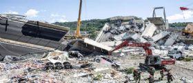 Genova, ponte Morandi: Recuperata auto con intera famiglia sotto le macerie. Bilancio sale a 41