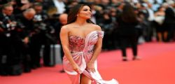 Eva Longoria con uno spacco esagerato a Cannes