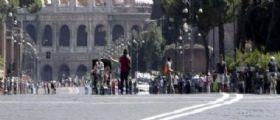Turista molestata in piazza Venezia a Roma : Abusivo arrestato per violenza