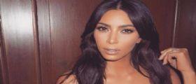 Kim Kardashian chiusa in bagno : aggredita e rapinata in hotel a Parigi