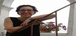 La 47enne Loredana Lopiano uccisa a coltellate sotto casa : Caccia al killer 19enne