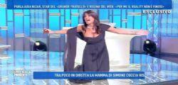 Aida Nizar fuori di seno : siparietto sexy a Domenica Live