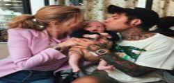 Fedez : su Instagram il ritratto di famiglia e le foto del figlio!