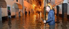 Allerta maltempo : Chiavari inondata, il fango travolge una casa due coniugi dipsersi
