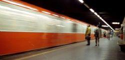 Milano : Agente salva  studente 17enne da suicidio in metro