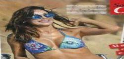 Anna Tatangelo bellissima in bikini in Sardegna