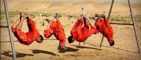 Isis : Prigionieri appesi ai ganci e bruciati vivi