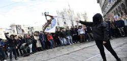 Basta Tagli, studenti in piazza contro il governo... bruciate bandiere di Lega e M5S