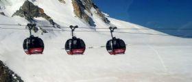 Monte Bianco : 16 passeggeribloccati in funivia a 4mila metri