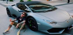 Fedez mostra la sua nuova Lamborghini su Instagram... e Chiara Ferragni?