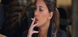 Belen Rodriguez fuma in aereo e fa scattare l