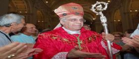 Don Euro e la bella vita con i soldi dei fedeli. Il vescovo Santucci e la sua verità: Non mi dimetto