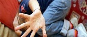 Napoli : Padre violenta il figlio di 11 anni e poi lo vende ai pedofili sul web
