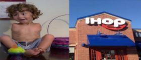 William Bancroft, il bambino senza braccia: Cacciato dal ristorante perchè può mangiare solo con i piedi