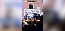 Io sono fascista! La candidata leghista Gerarda Russo contestata sul palco