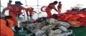 Giacarta, Indonesia : Aereo con a bordo 188 persone precipita in mare dopo decollo, nessuna speranza