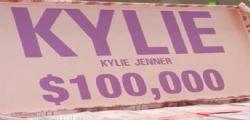 Kylie Jenner regala 200 mila dollari ad una studentessa in difficoltà