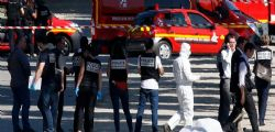 Champs Elysées : Auto contro polizia - si indaga per terrorismo