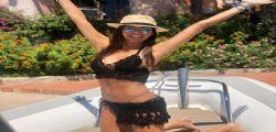 Il bikini di Elisabetta Gregoraci scende e i follower impazziscono