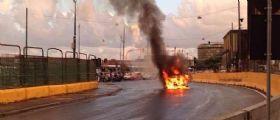 Napoli : Auto in fiamme nei pressi del Porto