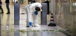 Roma, nordafricano accoltella vigilante e si spara