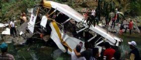 Messico / Bus con calciatori e tifosi finisce nel burrone : Morte 20 persone