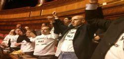 La protesta del M5S : Schiavi mai