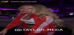 So che mi sogni la notte! Taylor Mega senza reggiseno provoca la fidanzata