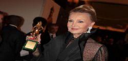 Barbara Bouchet vive con 511 euro di pensione : Sono fiera del successo di mio figlio Alessandro Borghese