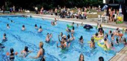 Nardò, bimba rischia di annegare in piscina e viene salvata dal bagnino