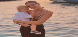Alla spiaggia libera dei poveri! Chiara Ferragni a Ibiza con Leone