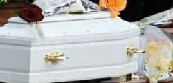 Neonato muore in ospedale! I genitori scoprono che dentro la bara c'è solo immondizia