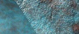 Marte: cirri ad alta quota ripresi dalla fotocamera HiRISE della sonda MRO