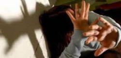 Chieti : 20enne si denuda in strada e poi violenta una donna