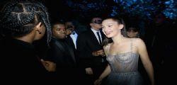 Bella Hadid a Parigi mezza nuda da Dior