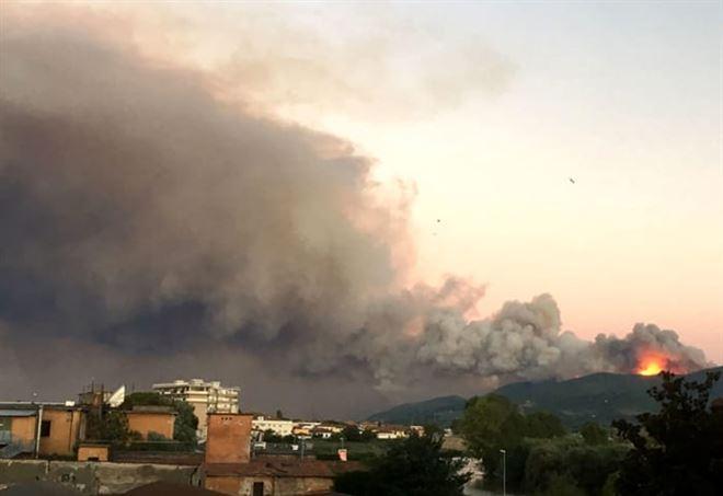 Incendio Pisa, 700 sfollati tra Calci e Vicopisano/ Ultime n