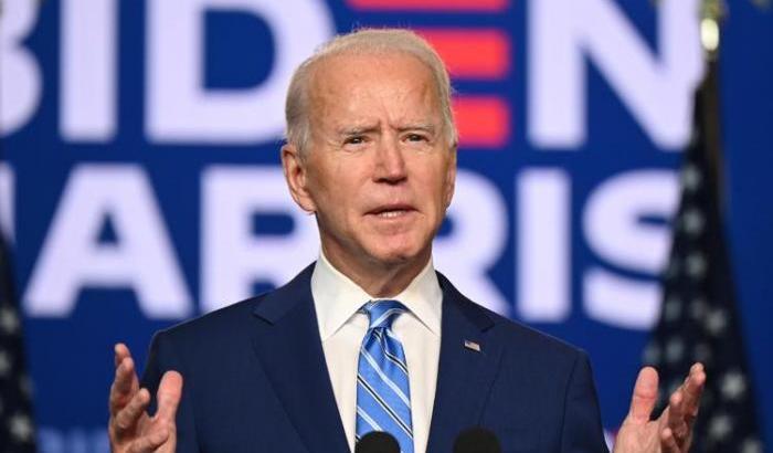 Stati Uniti : sondaggio popolarità Biden a minimi