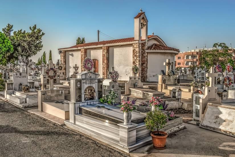 Salerno, trafugata nel cimitero di Agropoli la salma di un g