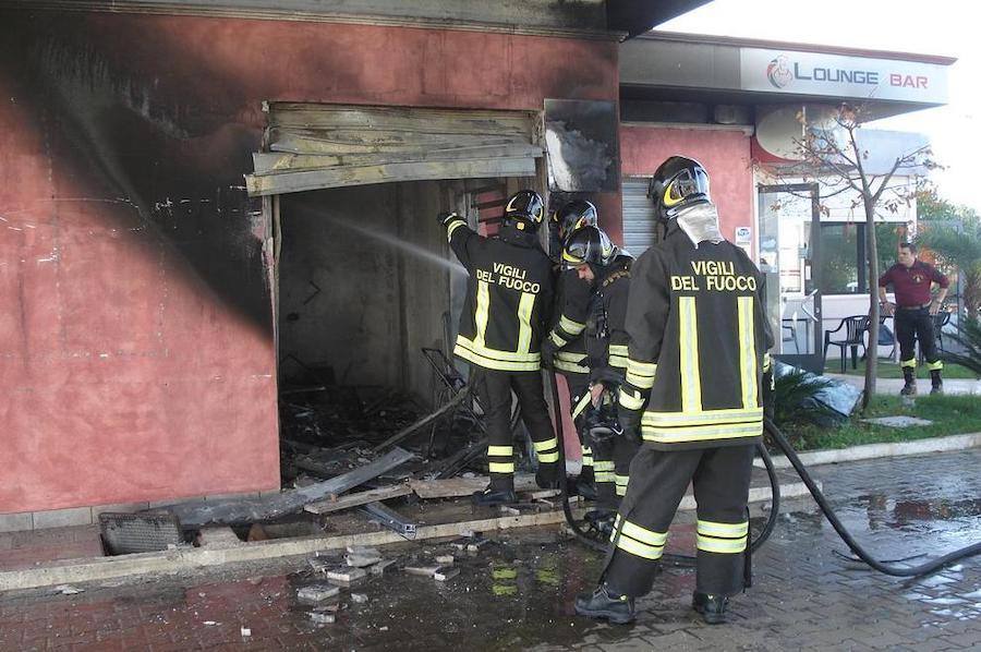 Esplosione in un distributore di benzina, muore un 29enne: s