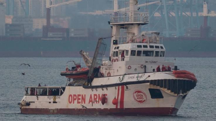 Open Arms, Toninelli cede: Portiamo noi i migranti in Spagna