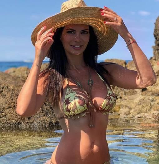Laura Torrisi sexy in bikini! La calda estate della bella toscana