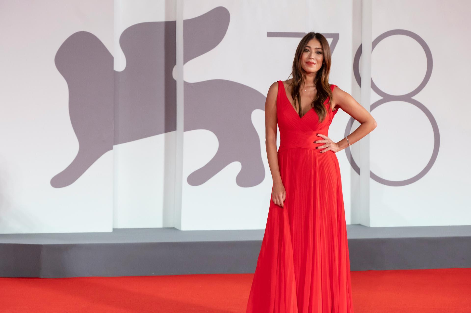 Venezia 78 : VALENTINA PARISSE SUL RED CARPET DELLA MOSTRA DEL CINEMA