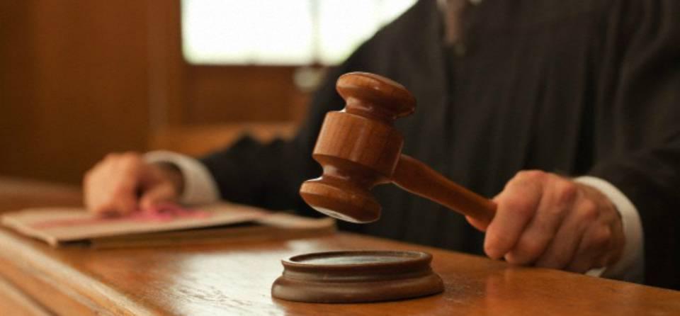 Botte ad agenti, insulti ai giudici! Tre clandestini si pest