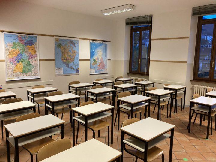 Scuola, test salivari per gli studenti : rivalutare la ripresa delle attività scolastiche in presenza