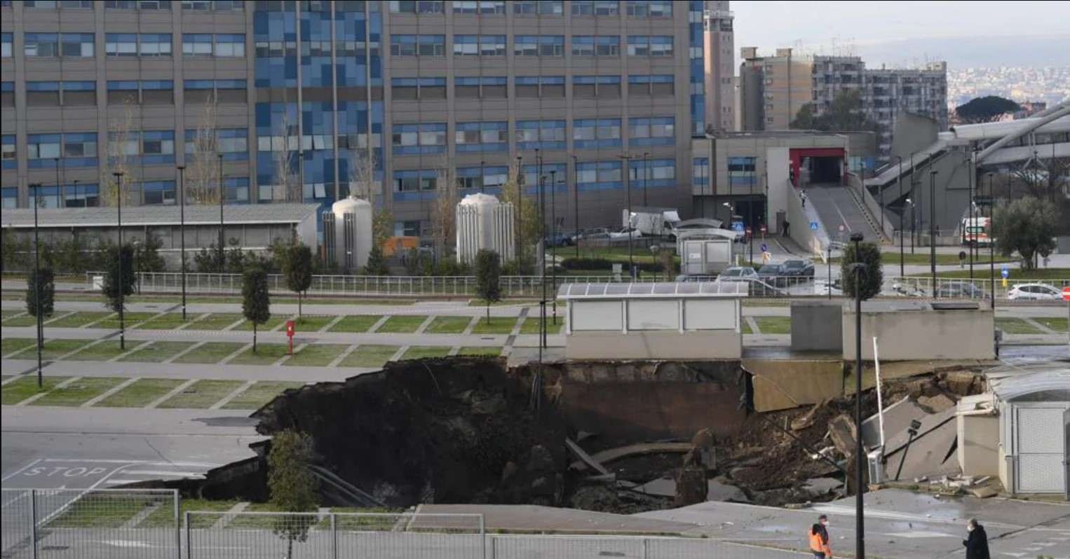 Napoli, voragine in parcheggio Ospedale del Mare : Le immagini