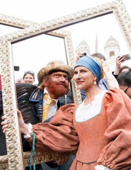 Sono irriconoscibili! Pausini e Antonacci in Piazza di Spagna