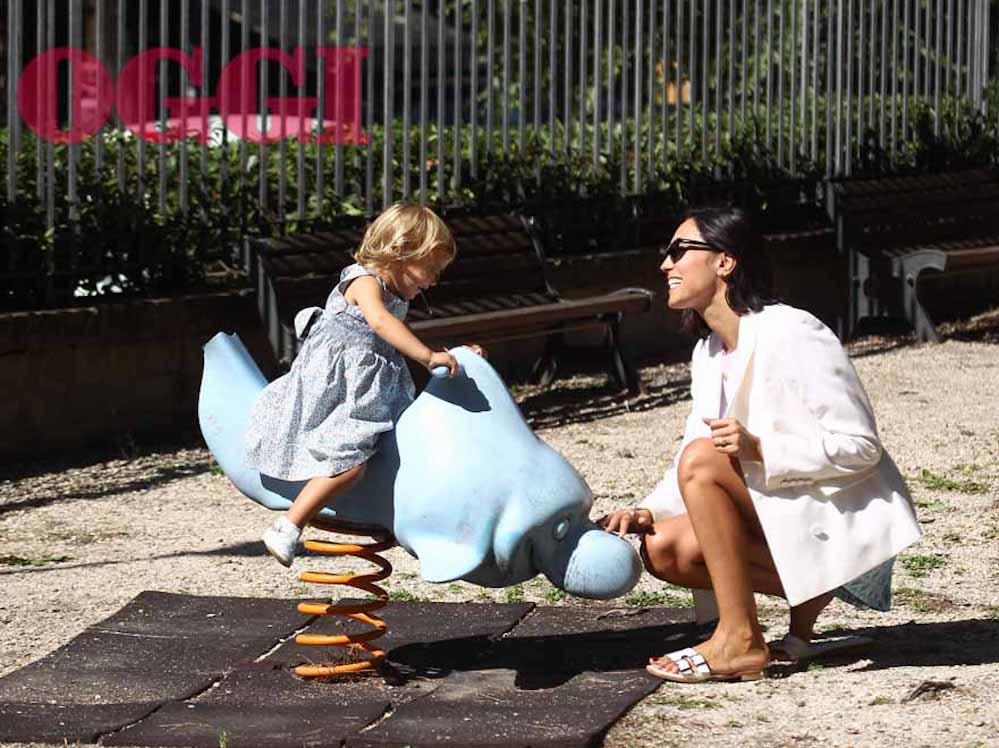 Caterina Balivo e la figlia Cora. Che splendore! Il quadretto familiare è dolcissimo